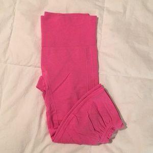 Lulu hot pink crop leggings